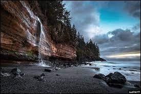 Dans quel océan se situe l'île canadienne de Vancouver ?
