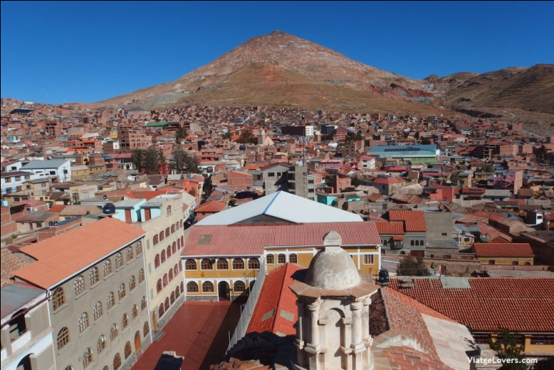 Perchée à plus de 4000 mètres d'altitude, la ville de Potosi a été la plus riche du continent américain grâce à ses mines...