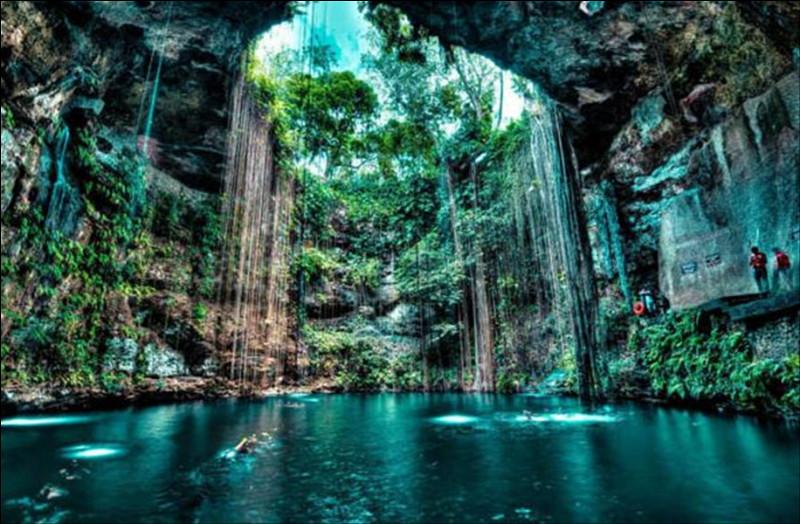 Dans la région du Yucatan, au Mexique il existe des centaines de cenotes, ou puits sacrés. Elles étaient considérées par les Indiens comme sacrées et constituaient leur principale réserve d'eau douce. Mais quel peuple les utilisait ?