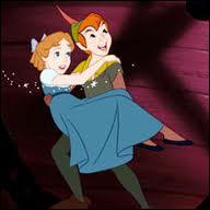 Comment s'appelle la jeune fille qui suit Peter Pan dans ses aventures au Pays Imaginaire ?