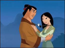 De quelle guerrière déguisée en homme Shang tombe-t-il amoureux ?