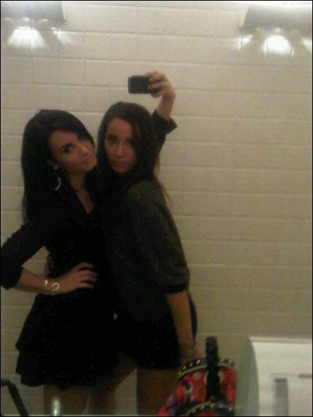 Avec qui est Demi sur cette photo ?