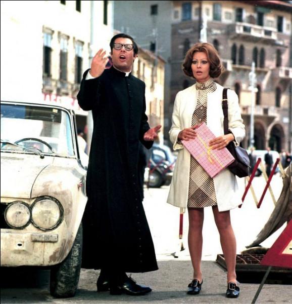 """Quel cinéaste italien a réalisé """"La femme du prêtre"""", avec Marcello Mastroianni dans le rôle de Don Mario et Sophia Loren ?"""