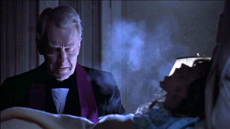 """Dans """"l'Exorciste"""", quel acteur incarne le père Lankester Merrin, qui vient pratiquer l'exorcisme ?"""