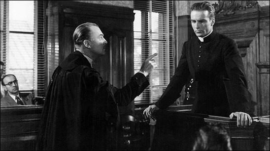 """Dans """"La loi du silence"""" d'Alfred Hitchcock, quel acteur jour le rôle du Père Logan ?"""