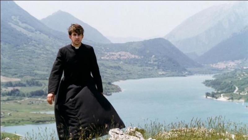 """Dans """"La messe est finie"""", Don Giulio, jeune prêtre, quitte la petite île où il officiait depuis dix ans. Il est nommé dans une paroisse de Rome, sa ville natale. Qui est le réalisateur du film ?"""