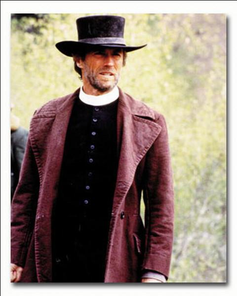 Quel est ce film de Clint Eastwood, dans lequel un cavalier solitaire, pasteur, vient défendre un village de chercheurs d'or ?