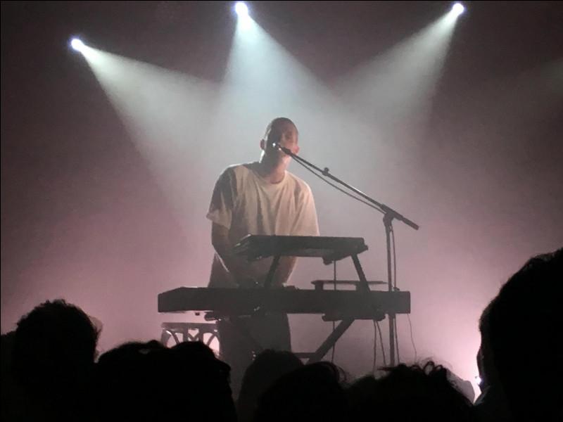 Où aurait-il dû se produire en concert en novembre 2020, spectacle ayant été annulé à cause du confinement ?