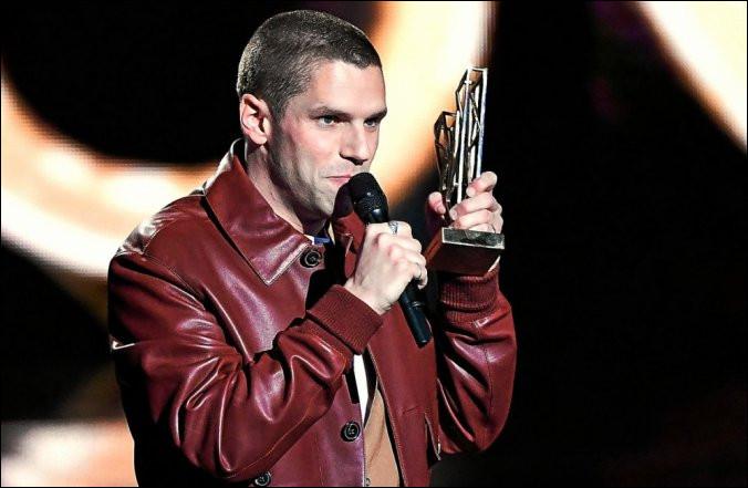 Dans quelle catégorie Hervé remporte-t-il son titre aux Victoires de la musique ?