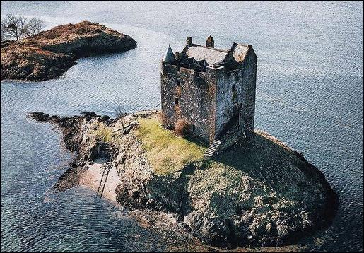 Stalker > Retour avec les Monty Python, avec cet autre château ayant servi de cadre à Sacré Graal ! Qu'en pensez-vous ?