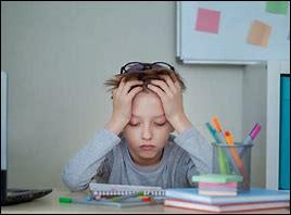 (Mise en place.)En cours, tu ne comprends pas un exercice, tout le monde a terminé sauf toi, comment réagis-tu ?
