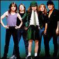 Qui chante Back in Black ? Indice : la chanson est un hommage à Bon Scott, ex-chanteur de ce groupe :