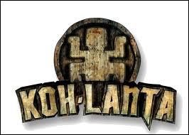 Qui est le présentateur de  Koh Lanta  ?
