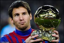 A quel âge Lionel Messi a-t-il quitté son Argentine natale pour intégrer le FC Barcelone ?