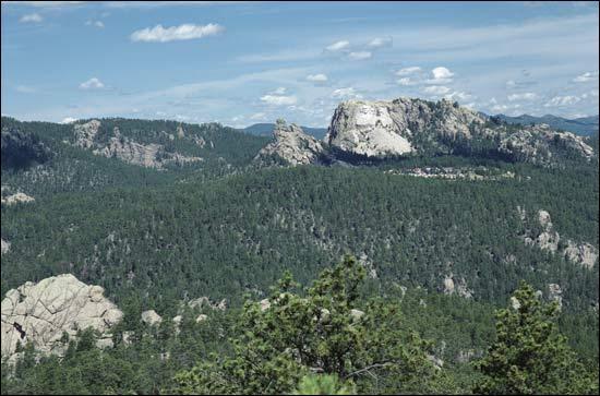 Chaîne de montagnes sacrée pour les indiens Lakota, où se trouve le Mont Rushmore et ses sculptures géantes des présidents américains :