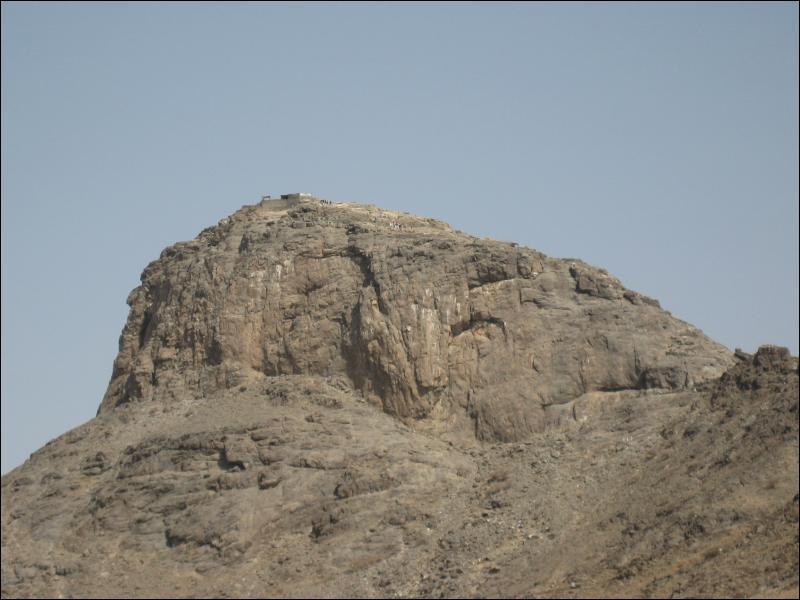 C'est sur ce mont que l'archange Gabriel est apparu à Mahomet pour lui demander de prêcher la parole divine :