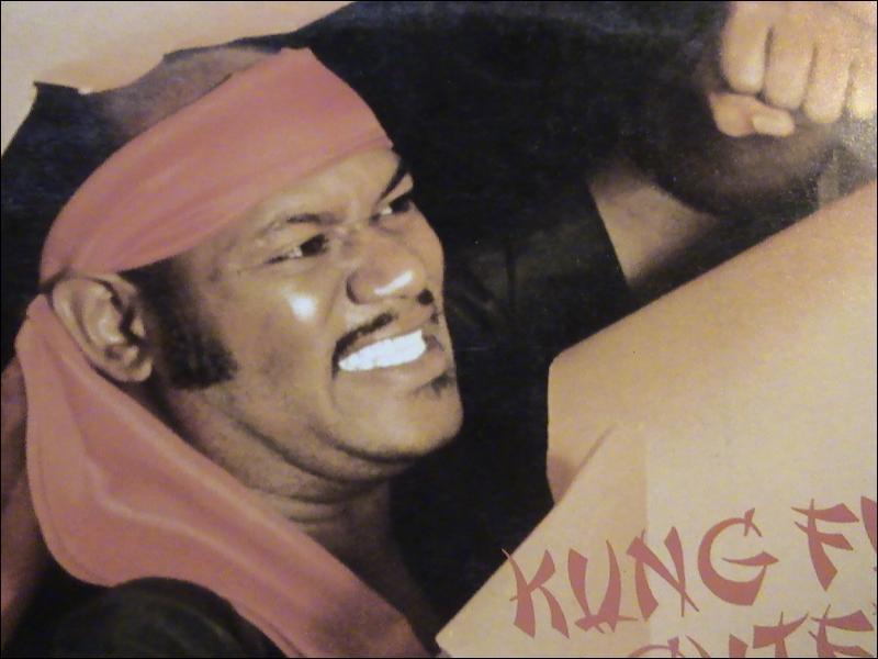 Le titre de ma chanson en hommage aux films ' Kung fu fighter ' les films de kung fu. . était. .