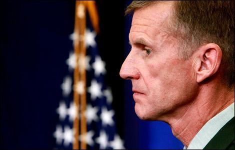 Le général McChrystal a été limogé pour son humour déplacé. Laquelle de ses phrases a-t-il prononcée ?