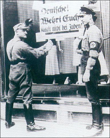 Hitler met en place de nouvelles lois notamment contre les Juifs appelées...