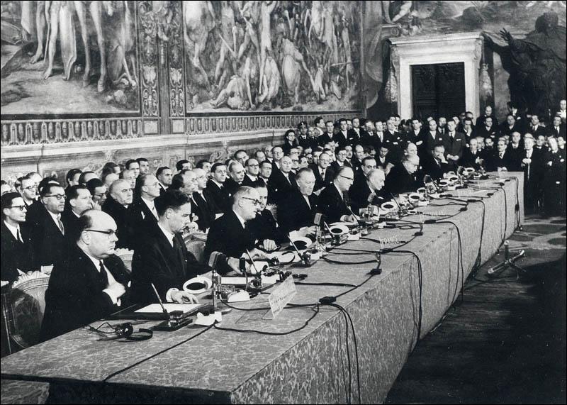 L'Europe se construit au départ avec la création de la CECA, puis un célèbre traité va donner naissance à la CEE. Comment s'appelle-t-il et en quelle année ?