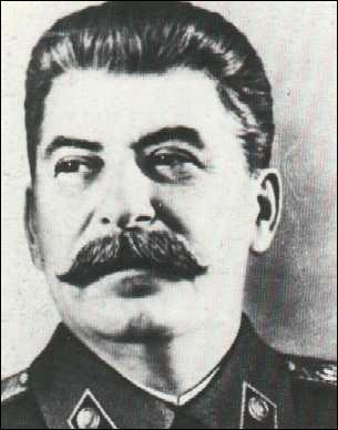 En URSS, en 1929, Staline impose l'appropriation des terres par l'État. Comment appelle-t-on cette mise en commun des terres ?