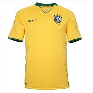 Equipe de foot qui joue en jaune