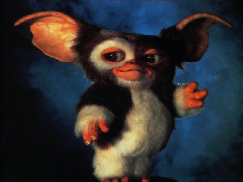 Dans Gremlins 2, combien de Mogwai sortent du dos de Gizmo ?