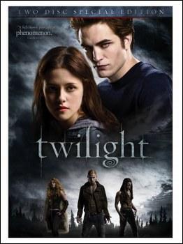 Qui fut le premier à enlacer Bella après qu'elle ait embrassé Edward au mariage ?