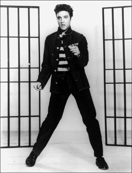 Il est l'interprète de' jailhouse rock' c'est ... .