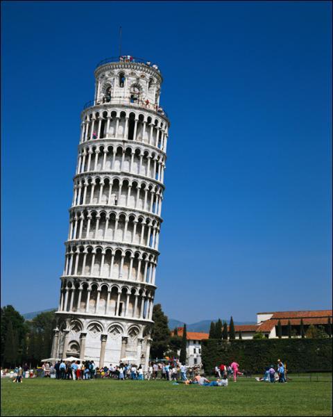 Dans quelle ville peut on voir la Tour penchée ?