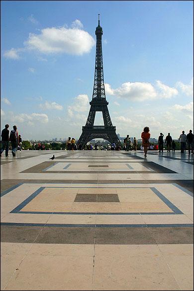 Quel est le nom de cette place sur laquelle on peut admirer la Tour Eiffel ?