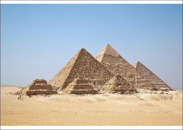 Quel est le nom de ces pyramides visibles en Egypte ?