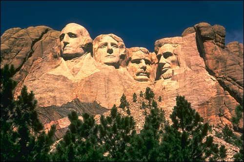 Quel le nom de cette falaise où on peut admirer 4 présidents américains ?