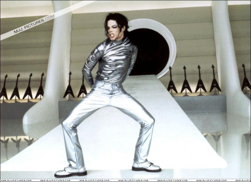 Michael Jackson et sa soeur Janet font un duo ensemble, la chanson 'Scream' ... mais quand est-elle sortie ?
