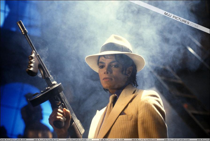Quand est sorti le film 'Moonwalker' dans lequel on trouve le clip de Smooth Criminal ?