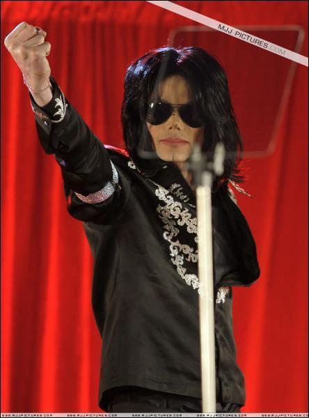 En 2009, Michael Jackson annonce son grand retour sur scène aprés 13 ans d'abscence ... mais quand l'annonce-t-il officiellement ?