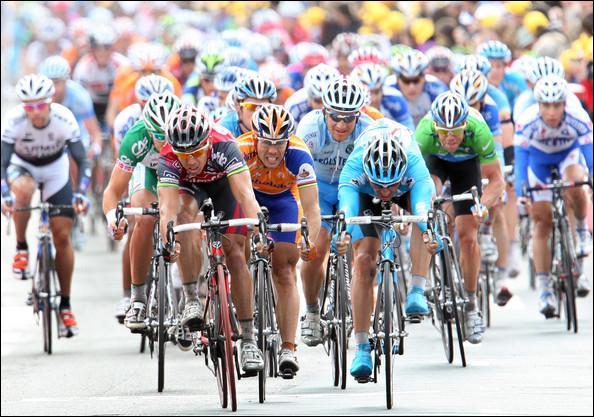Quel coureur a remporté la première étape au sprint ( Rotterdam / Bruxelles) ?