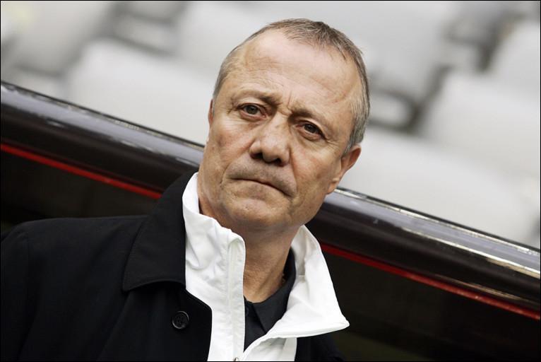 Bras droit de Aulas, il a été Champion d'Europe en 1984 et 3 fois champion de France et 3 fois vainqueur de la Coupe de France, c'est Bernard ...