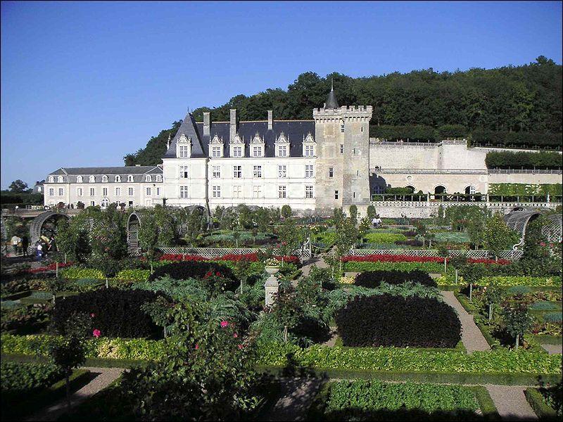 L'image représente le château...