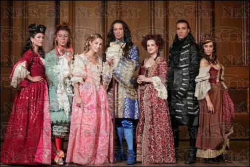 La vie de Louis XIV en spectacle, a lancé la carriére de Christophe Maé et d'Emmanuel Moire.