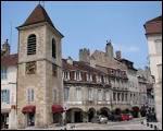 Quelle est la spécialité que l'on peut acheter à Lons-le-Saunier et qui rappelle un lac proche ?