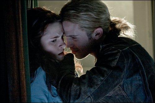 Selon Edward, que faut-il faire à James maintenant qu'il est à leur poursuite ?