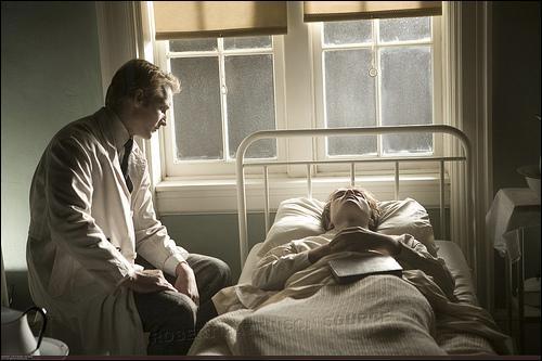 De quoi Edward souffrait-il en 1917, avant que Carlisle ne le morde ?