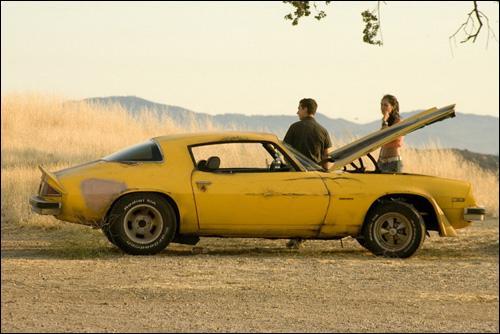 Dans le film 'Transformers', quelle voiture Sam Witwicky achète-t-il ?