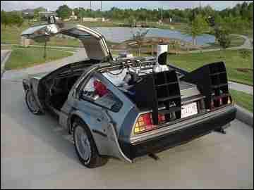Dans 'Retour vers le futur', quelle voiture est la machine à voyager dans le temps ?