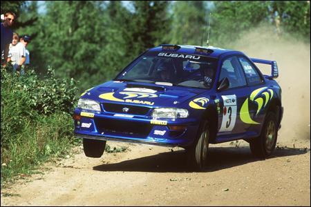 Quel est le modèle de cette Subaru, souvent utilisée dans les rallyes ?