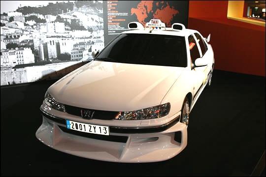 Quel modèle peugeot est utilisé dans les films 'Taxi' ?