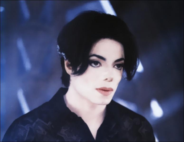 Dans quel clip Michael Jackson est-il nu aux côtés de sa femme de l'époque, Lisa Mary Presley ?