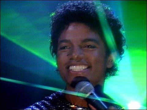 Dans quel clip Michael Jackson est-il éclairé par des lasers verts ?