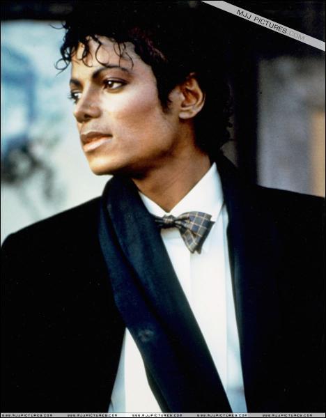 Quel clip, dans lequel chante MJ, a été réalisé par Steven Spielberg ?